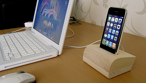 01-wood-iphone-dock