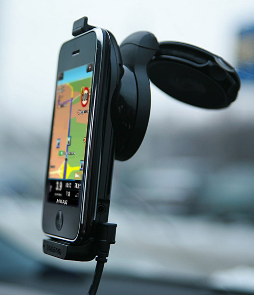 03-tomtom-iphone-car-kit