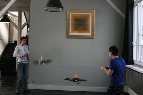 Летающие дроны под управлением iPhone