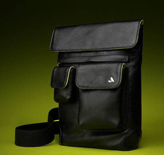 Now let's check out the Vaja iPad messenger bag.