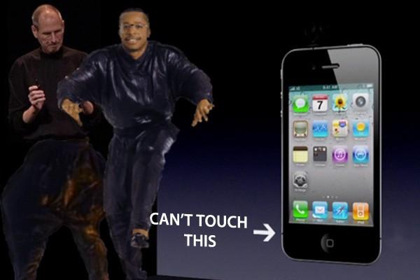 """Apple: """"Вы держите телефон неправильно"""""""