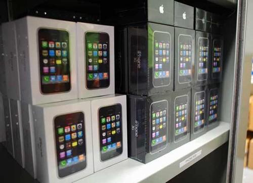 Три миллиона iPhone 4 в месяц