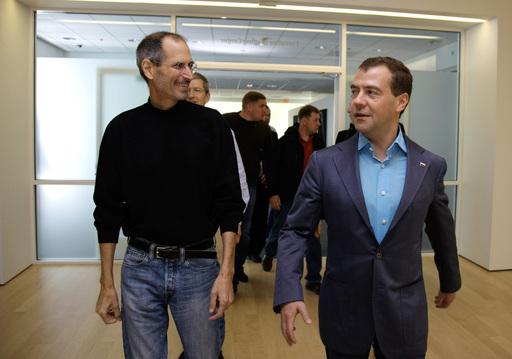 Третий Президент России стал Первым обладателем iPhone 4