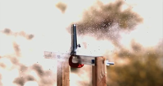 Микроволновка, винтовка и небо против iPhone 4