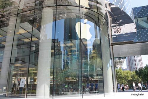 Волна новых магазинов Apple в Европе