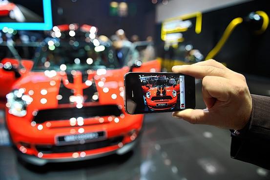 Как монетизировать фото-приложения для iPhone. Опыт разработчиков Hipstamatic и Instagram