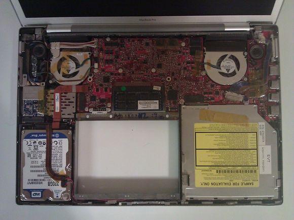 Прототип MacBook Pro с 3G-модемом