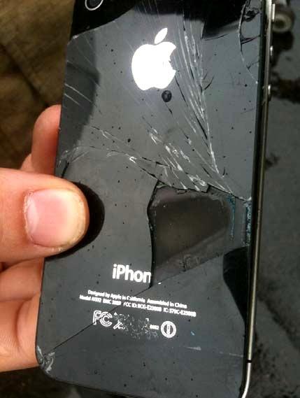 iPhone 4 загорелся на борту самолета