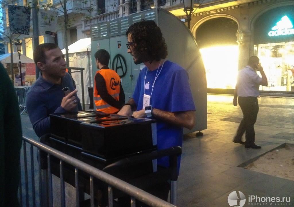 Репортаж: старт продаж iPhone 5 в Испании