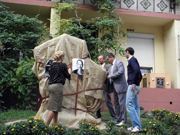 В Одессе появился памятник Стиву Джобсу