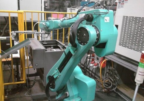 Foxconn меняет рабочих на роботов