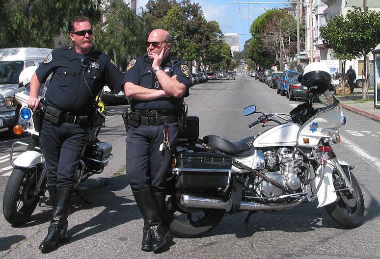 Полицейские под прикрытием выдают себя за похитителей iPhone