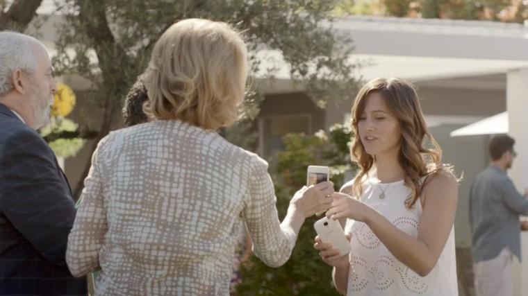 Samsung в очередном ролике: «Некоторые смартфоны умнее других»