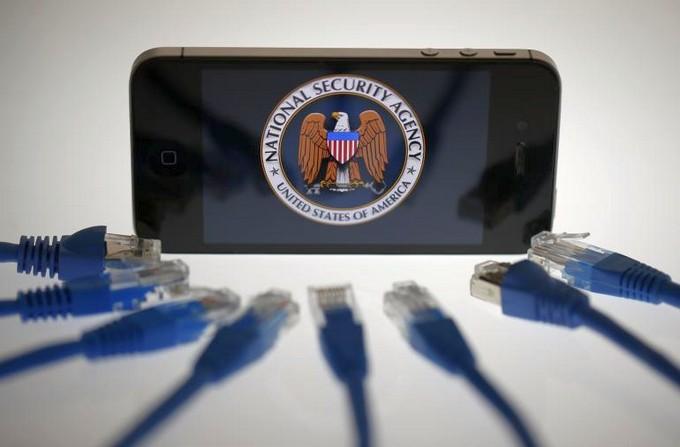 Спецслужбы США могут взламывать iPhone и удалённо управлять ими