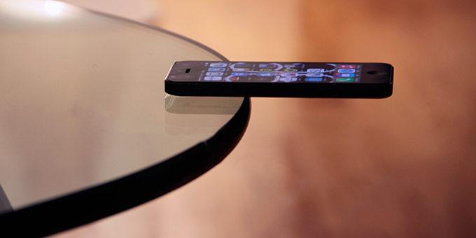 ExtraVerso Grip. Прилипающий к стеклу чехол для iPhone