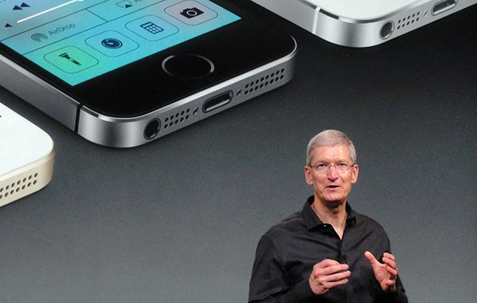 02-NYT-iWatch-iPhone6