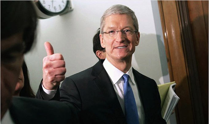 01-1-Tim-Cook-Hail-Employees