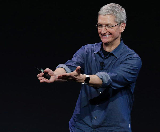 01-2-Tim-Cook-Hail-Employees