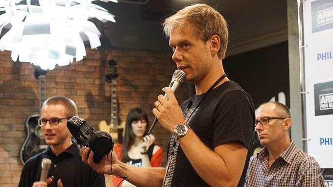15-Armin-Press-Conference