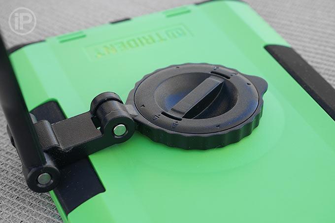 trident-case-ipad-mini2-installation-2