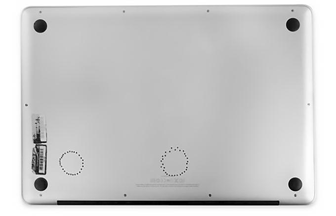 Для оживления MacBook Pro программист iFixit запек его в духовке и просверлил 60 отверстий