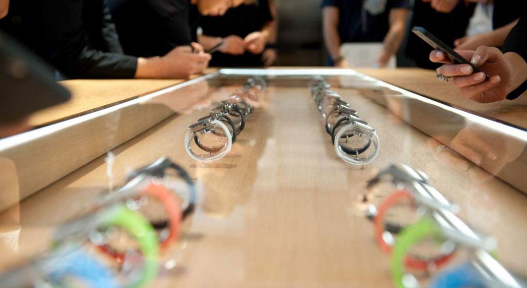 Анджела Арендтс объяснила, почему Apple Watch не появятся в магазинах 24 апреля