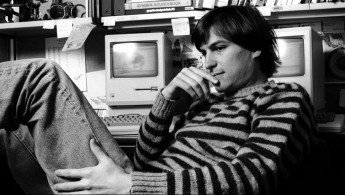 steve-jobs-macintosh-apple-success-story-financial-value-market