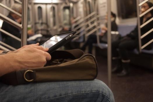 20111206-ipad subway