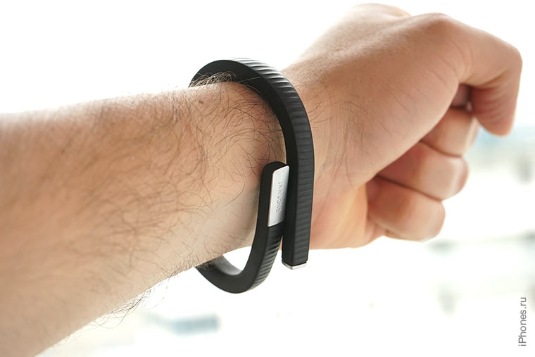 jawbone-up-24-on-hand