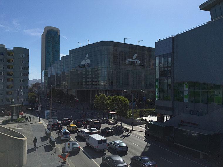 01-3-WWDC-205-Moscone-Center-Decorate