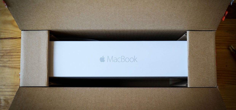 Омогучей упаковкеноутбуков Apple