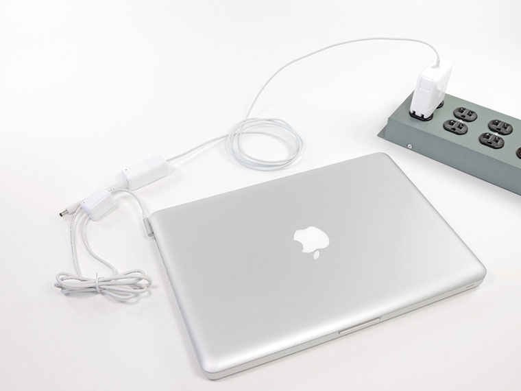 03-MacBook-12-Power-Bank-Charge