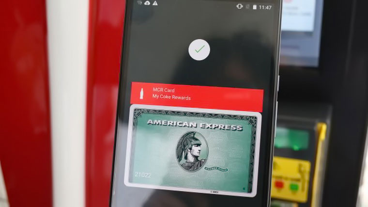 04-Square-Apple-Pay-Reader-Feature