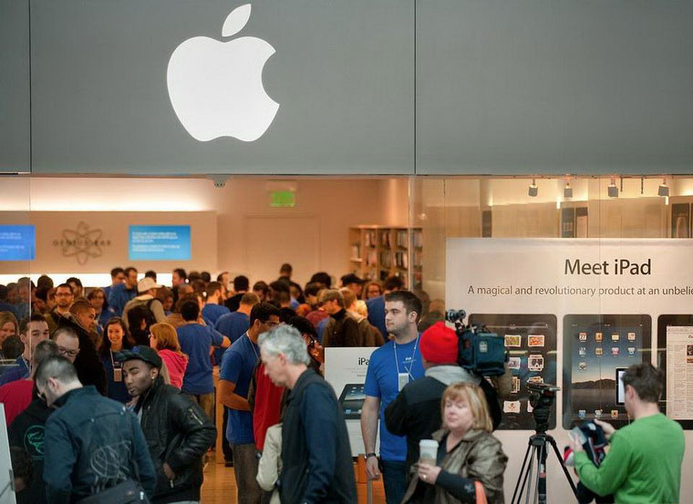 02-Unlikely-Success-of-Apple-Store
