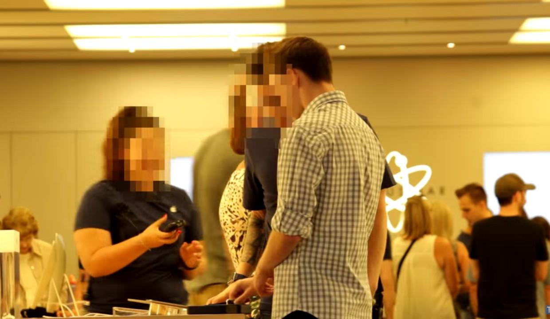 Известный блогер разыграл сотрудников Apple Store