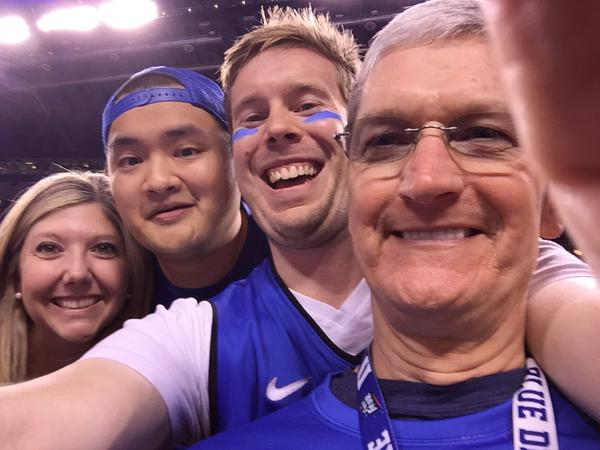 Tim-Cook-Duke-Selfie