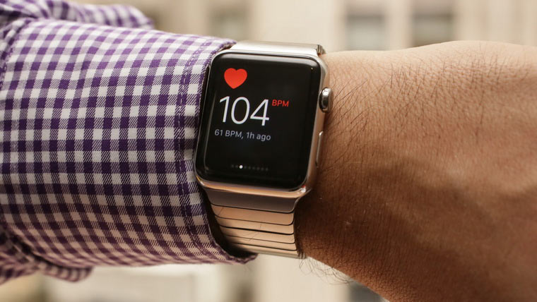 03-Heart-Patient-And-Apple-Watch