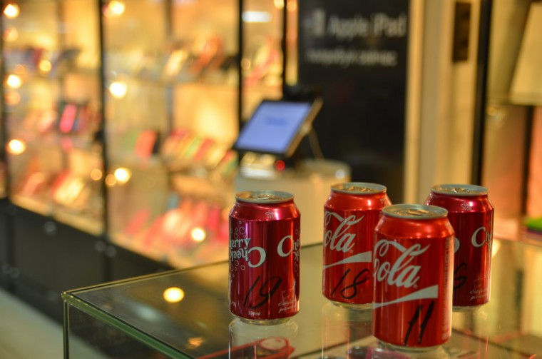 Cola_Cans_1303x863