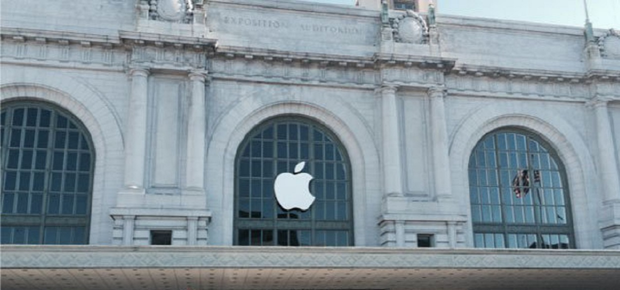 На Bill Graham Civic Auditorium появился логотип Apple
