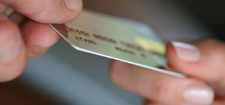 Сотрудник Apple Store украл подарочные карты на $1 млн