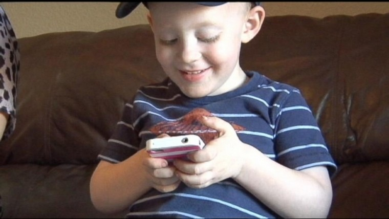 FaceTime-App-Used-by-Toddler-to-Save-His-Mom-Video