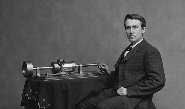 Thomas_Edison_Phonograph