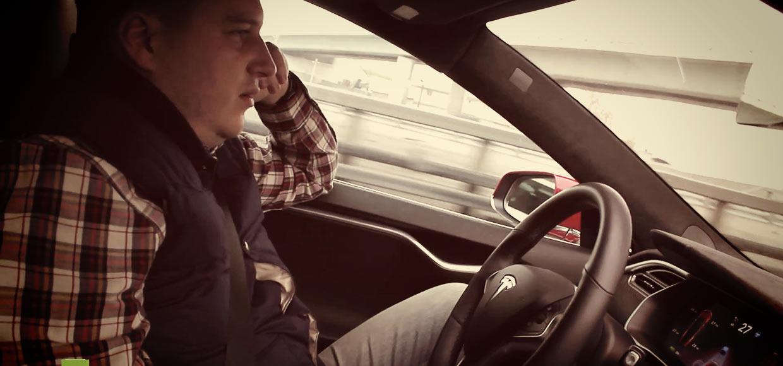 Tesla на автопилоте без участия водителя проехала ТТК