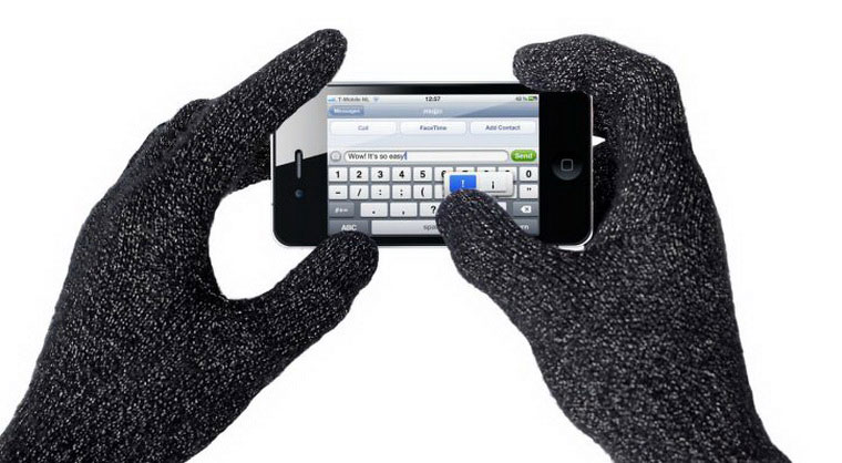 01-2-iPhone-Gloves-Use