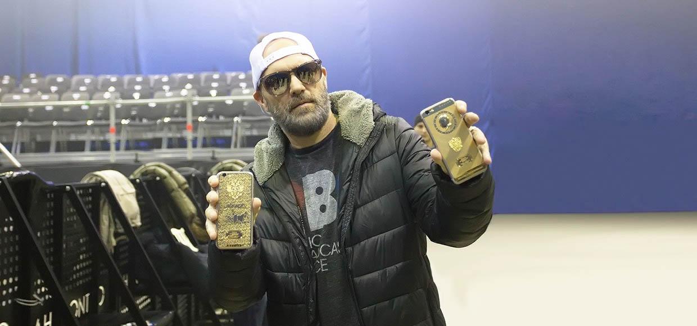 Лидер Limp Bizkit получил iPhone 6s с портретом Путина