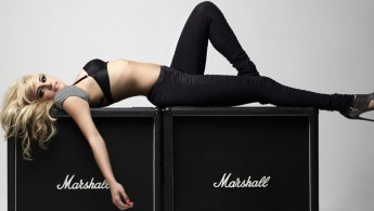 1359576722_blond-girl-on-marshall-combo