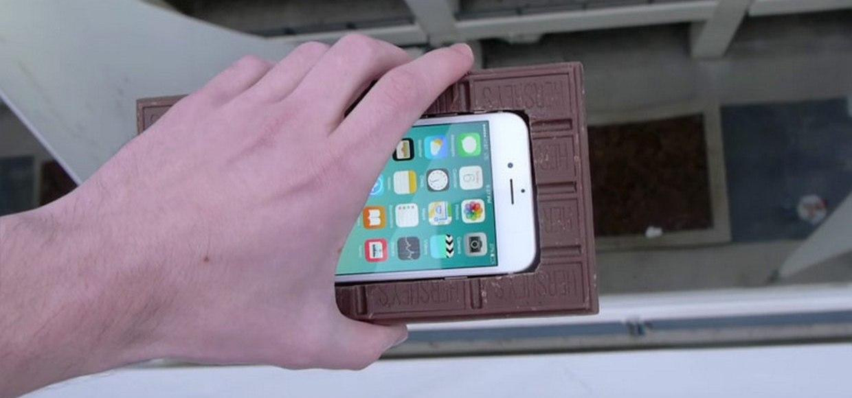 Шоколадный кейс спас iPhone 6s при падении с 30 метров