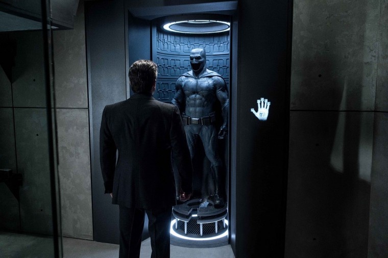 Batman-V-Superman-Dawn-of-Justice-Ben-Affleck-and-Batsuit