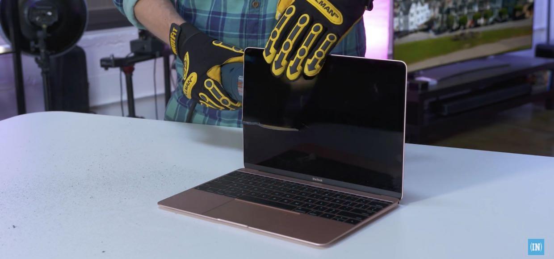 Новый MacBook встретился с болгаркой