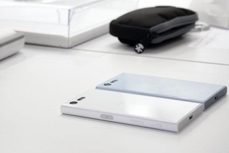 sony-x-compact-iphones-1